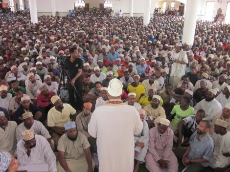 Umati uliohudhuria Dua mwezi 17 wa Ramadhani huko Msikiti wa Afraa Kidongo Chekundu Zanzibar